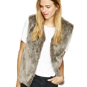 Aritzia Talula Park Slope Vest Faux Fur